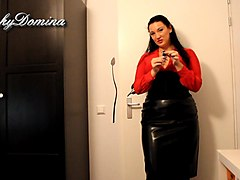 Leather, Twerking in a skirt