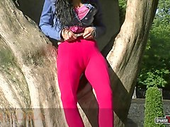 Cameltoe, Mature mom have a massive hairy cameltoe