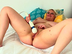 Blonde, Clit, Unzip her pants started rubbing her clit
