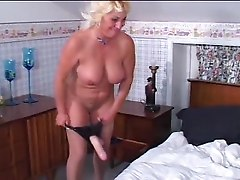 40yrs woman masturbating on cam
