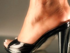 Close Up, Ballbusting high heels ball stomp